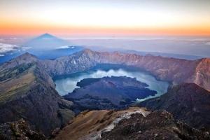 Mount Rinjani Trekking 8 Days 7 Nights